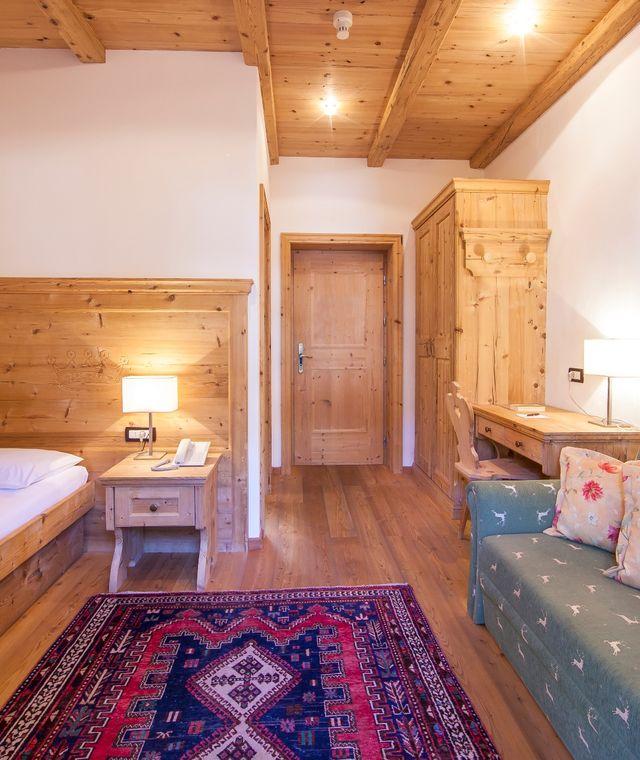 hotel corona krone s in wolkenstein zimmer. Black Bedroom Furniture Sets. Home Design Ideas